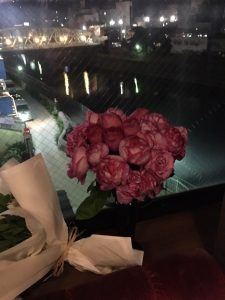 お店からみた犀川大橋の夜景