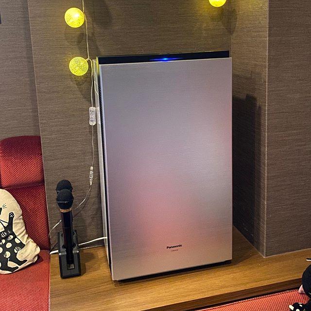 現在医療業界や保育園、病院などあらゆる分野での注目がされている次亜塩素酸水を使用する空気清浄機です。